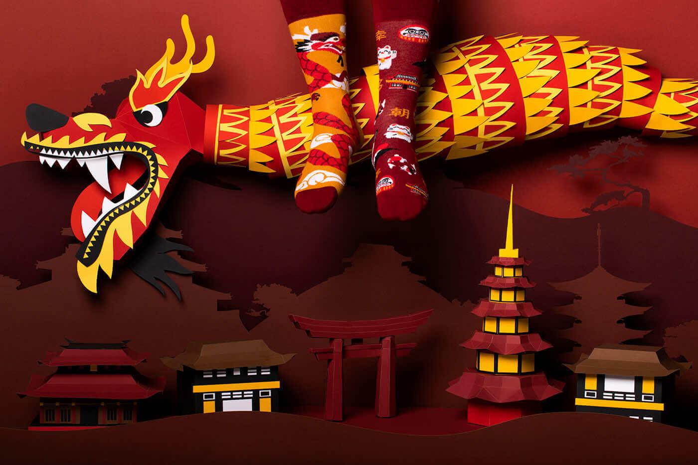 ASIAN DRAGON - Calcetines con un dragón