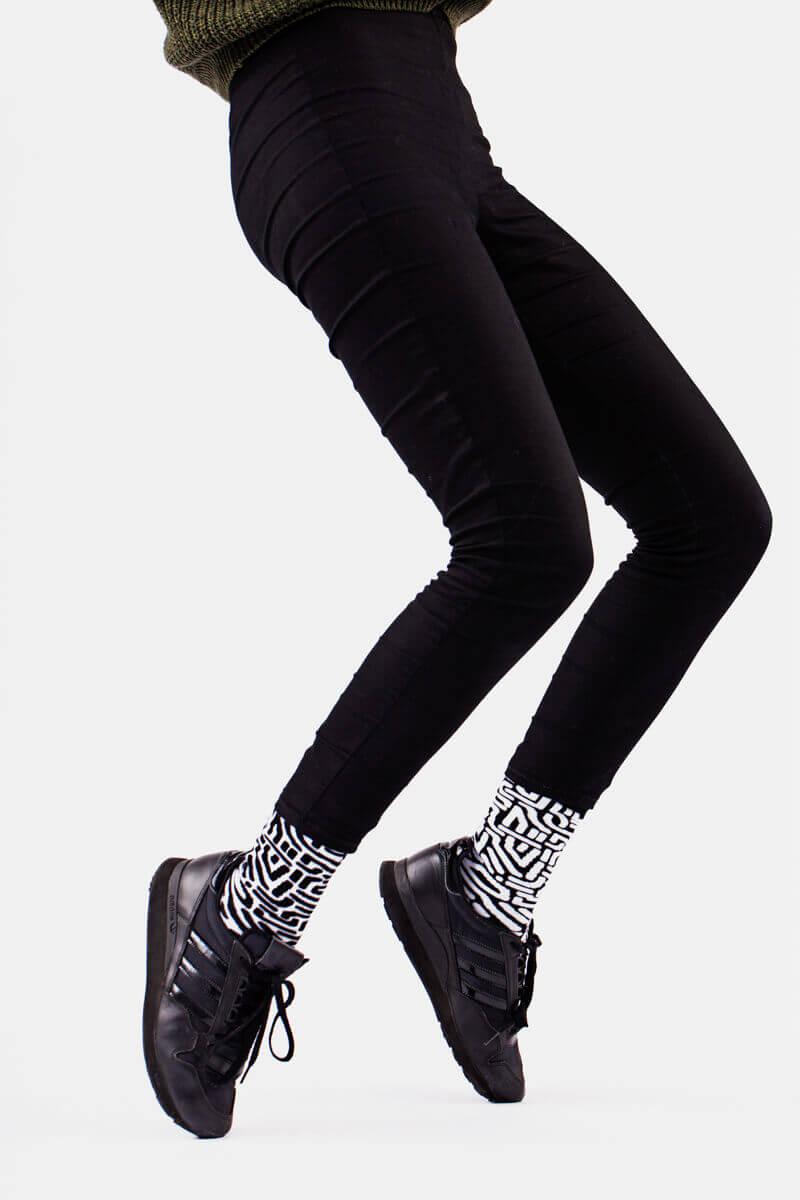 BLACK MAZE - Chaussettes motif labyrinthe
